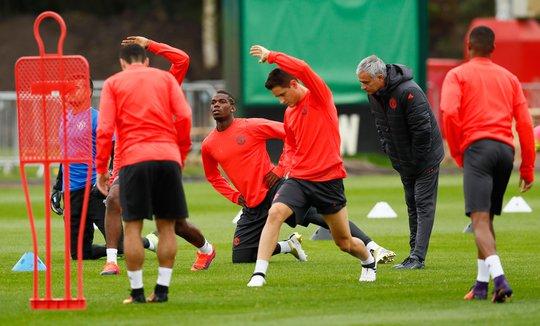 HLV Mourinho sẽ dưỡng sức nhiều trụ cột như Pogba, Herrera khi tiếp đón Zorya rạng sáng 30-9 Ảnh: REUTERS
