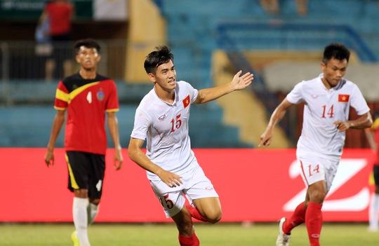 Tiến Linh (15) góp 1 bàn trong chiến thắng cho U19 Việt NamẢnh: Hải Anh