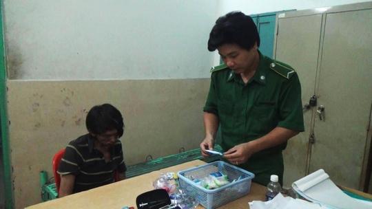 Ngày 12-11, Công an phường Bến Thành (quận 1) đã tạm giữ Sỹ