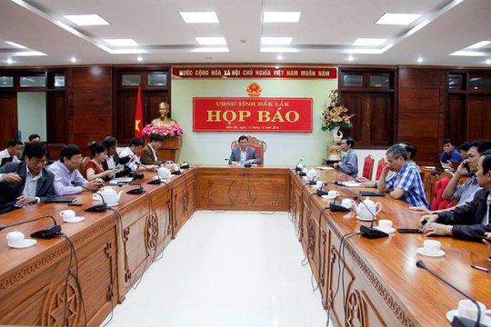 Cuộc họp báo bắt đầu
