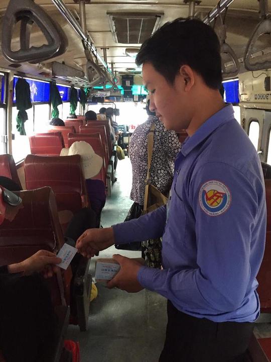 Sau khi được Báo Người Lao Động phản ánh, anh Nguyễn Hữu H. (nhân viên thu vé xe buýt) đã được mời làm việc trở lại.
