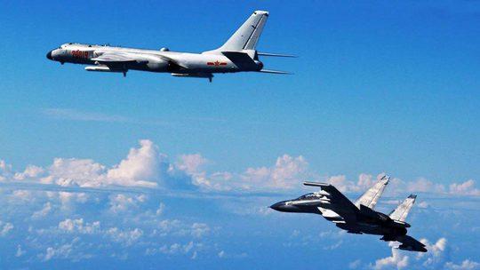 Máy bay chiến đấu và ném bom của Trung Quốc tham gia cuộc tập trận ở Tây Thái Bình Dương hôm 25-9 Ảnh: TÂN HOA XÃ