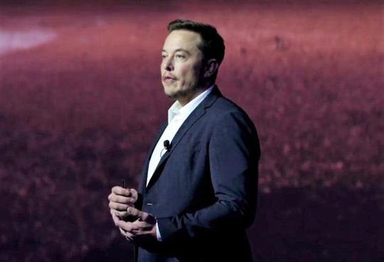 Nhà sáng lập công ty SpaceX (Mỹ) Elon Musk trình bày kế hoạch đưa con người lên sao Hỏa hôm 27-9 Ảnh: SPACEX