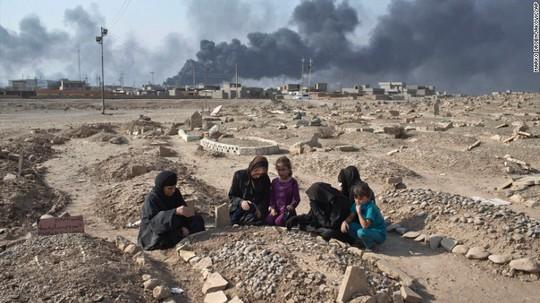 IS được cho là sát hại nhiều dân thường ở Mosul sau khi bị lực lượng chính phủ tấn công. Ảnh: AP