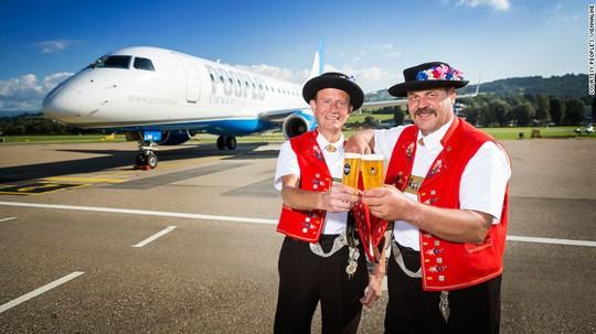 Những chuyến bay thương mại ngắn nhất này đưa hành khách từ St Gallen - Thụy Sĩ đến Friedrichshafen - Đức. Ảnh: Peoples Viennaline