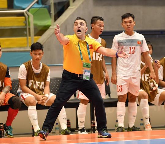 HLV Bruno bbất ngờ chia tay tuyển futsal Việt Nam là một cú sốc lớn