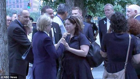 Cô Christine Falvo xuất hiện bên cạnh bà Clinton hôm 11-9. Ảnh: NBC NEWS