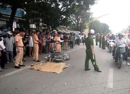 Hiện trường vụ tai nạn khiến nữ công nhân bị cán chết khi đang trên đường đi làm