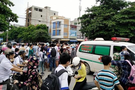 Hiện trường người phụ nữ bị xe buýt tạt vào điểm đỗ cán chết