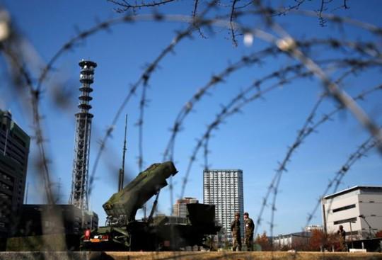 Tên lửa đất đối không Patriot Advanced Capability-3 (PAC-3) triển khai tại Bộ Quốc phòng Nhật Bản. Ảnh: REUTERS