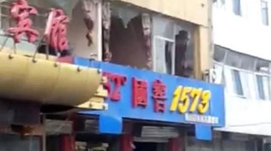 Nhiều tòa nhà bị hư hại. Ảnh: WEIBO