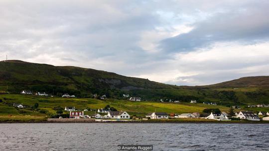 Đi thuyền từ đảo Skye (Scotland) ra St Kilda mất 3,5 giờ. Ảnh: BBC