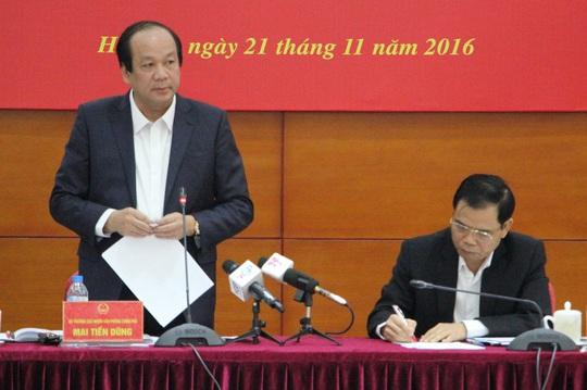 Bộ trưởng, Chủ nhiệm Văn phòng Chính phủ Mai Tiến Dũng, đã thẳng thắn phê bình ông Nguyễn Ngọc Oai, Phó tổng cục trưởng Tổng cục Thuỷ sản, khi xin lùi thời hạn hoàn thành đề án chậm 1 năm - Ảnh: Văn Duẩn