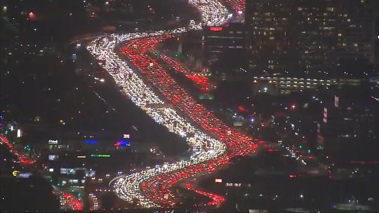Kẹt xe tối 22-11 trên cao tốc 405. Ảnh: ABC7