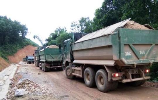 Nhiều tuyến đường tại Thanh Hóa đang bị xe quá tải trọng tái diễn phá nát