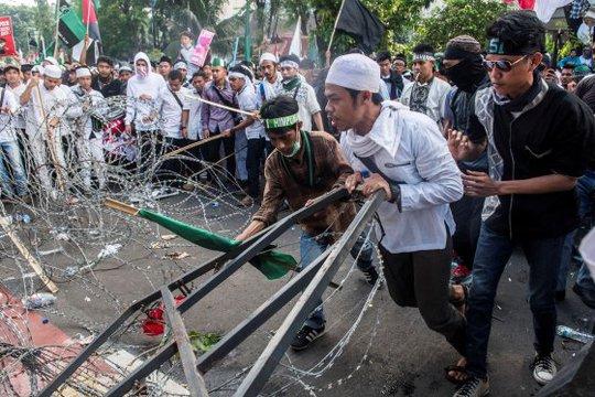 Biểu tình chống ông Ahok tại Jakarta hôm 4-11. Ảnh: REUTERS