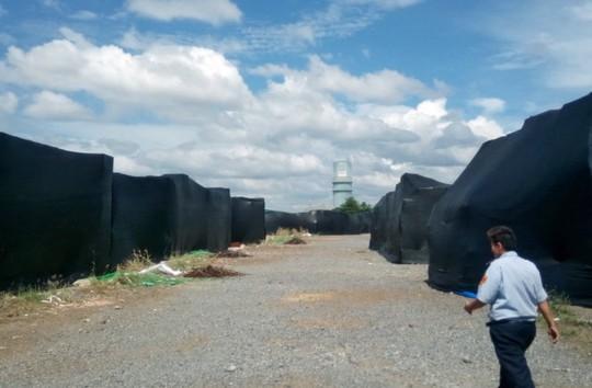 Kho ngoại quan của Công ty cổ phần Thành Chí ở KCN Phú Mỹ 1, huyện Tân Thành, tỉnh Bà Rịa - Vũng Tàu chứa một lượng nhôm rất lớn với lưới đen phủ kín - Ảnh: Đông Hà