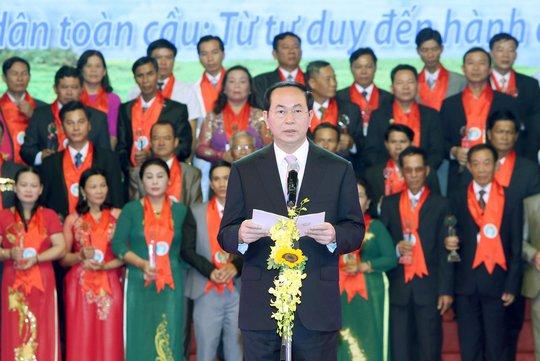 Chủ tịch nước Trần Đại Quang phát biểu tại lễ tôn vinh và trao danh hiệu Nông dân Việt Nam xuất sắc năm 2016 Ảnh: TTXVN