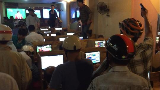 Trinh sát bắt giữ các đối tượng đánh bạc trực tuyến tại địa chỉ 84 Tô Ngọc Vân, quận Thủ Đức, TP HCM