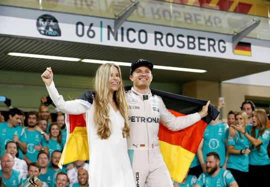 Rosberg từ giã đường đua vì muốn ở bên vợ con nhiều hơn