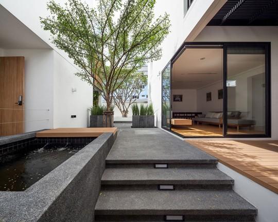 Mảnh đất 400 m2 được chia đôi và thiết kế hai phần giống y hệt nhau