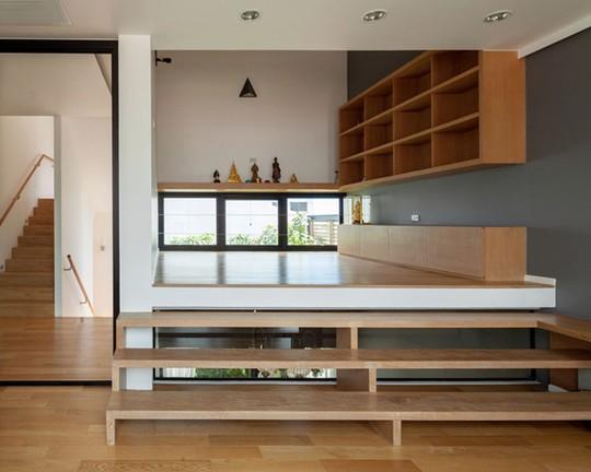 Không gian sinh hoạt chung được thiết kế như một tầng lửng,hài hòa với tổng thể ngôi nhà
