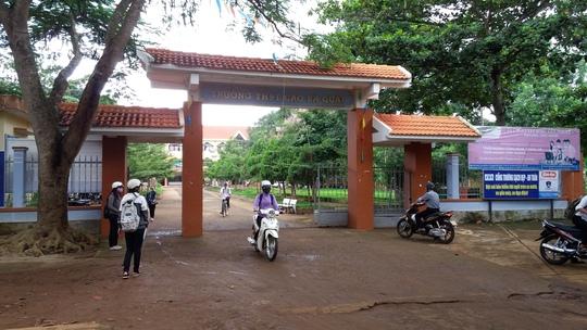 Trường THPT Cao Bá Quát nơi lùm xùm việc dạy thêm