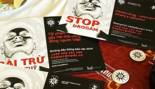 Tờ tuyên truyền bài trừ ma túy của cộng đồng người Việt ở Cộng hòa Czech. Ảnh: Nikkei