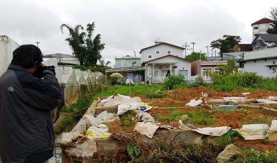 Khu đất đang xây dựng dở dang của bà P. đã được đình chỉ điều tra làm rõ.