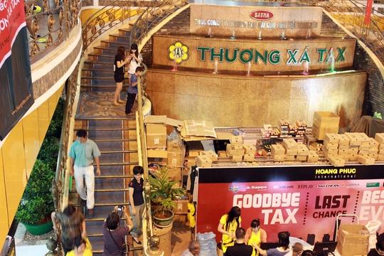 Thương xá Tax là một trong những trung tâm thương mại sầm uất và nhộn nhịp nhất TP, thu hút rất đông người dân và du khách