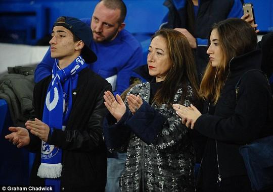 Vợ và 2 con của HLV Mourinho đang sống ở London