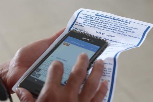 Hành khách có thể mua vé tàu thông qua các hình thức gồm: trên mạng, tổng đài bán vé, nhắn tin lấy số thứ tự rồi mua vé tại ga Sài Gòn