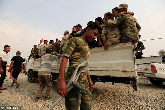 Lực lượng Iraq và người Kurd đang chuẩn bị tấn công Mosul. Ảnh: ANADOLU, REUTERS