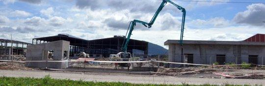 Nhà máy của Công ty Nhôm toàn cầu Việt Nam đang được gấp rút xây dựng - Ảnh: Đ.HÀ
