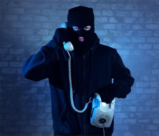 Người dân nên cảnh giác với thủ đoạn lừa đảo qua điện thoại.