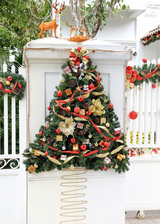 """Hai ngôi nhà """"ngập tràn không khí Giáng sinh"""" ở Hà Nội"""