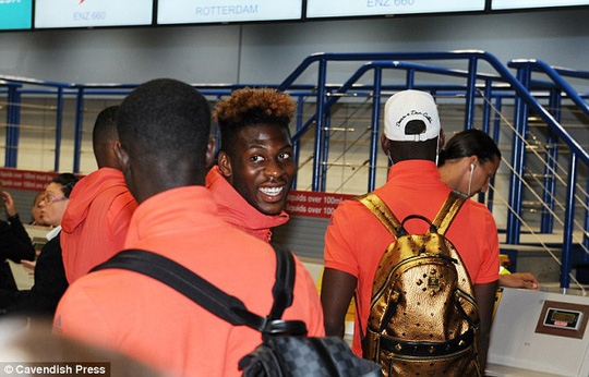 Timothy Fosu-Mensah tươi cười khi được sang Hà Lan