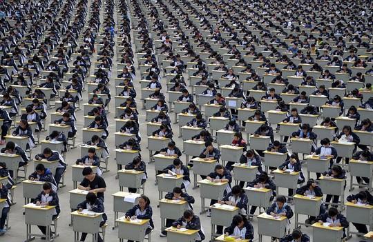 Hơn 1.700 học sinh tham gia kỳ thi ở tỉnh thiểm Tây năm 2015. Ảnh: Daily Mail
