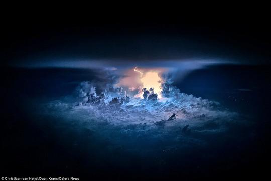 """Van Heijst cho biết: """"Khi chứng kiến những cơn dông bão, tôi cảm thấy vô cùng nhỏ bé trước nguồn năng lượng, vẻ đẹp hiện ra trước mắt"""""""