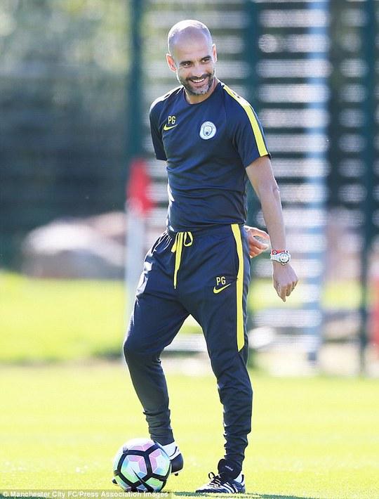 """Người đại diện Toure tố Guardiola """"đối xử cầu thủ như chó"""""""