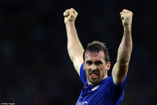 Christian Fuchs phải đổ máu để bảo toàn chiến thắng cho Leicester