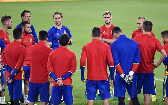 HLV Tây Ban Nha Julen Lopetegui dặn dò học trò trước trận đánh lớn