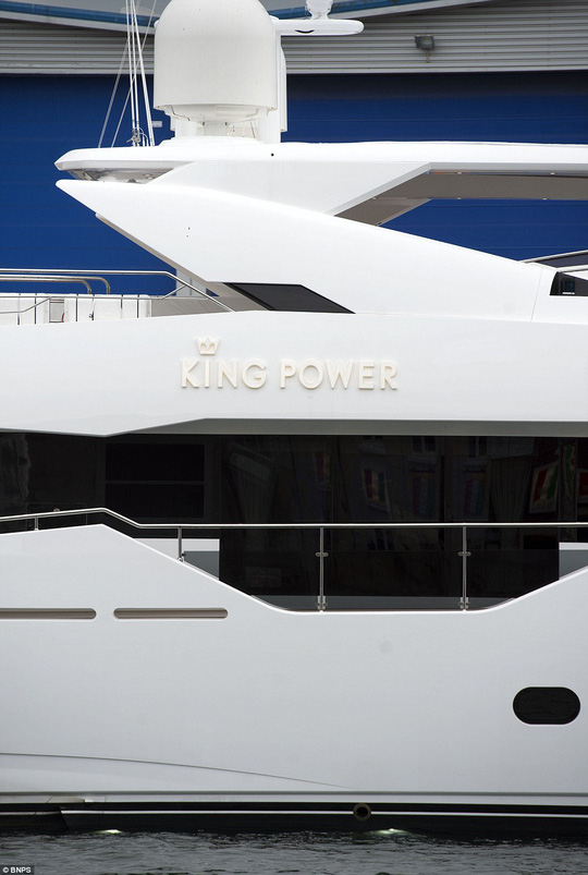 """""""Đột nhập"""" du thuyền 11 triệu bảng của ông chủ Leicester"""