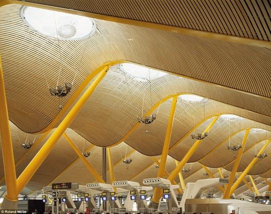 Sân bay Barajas tại TP Madrid - Tây Ban Nha. Ảnh: Roland Halbe