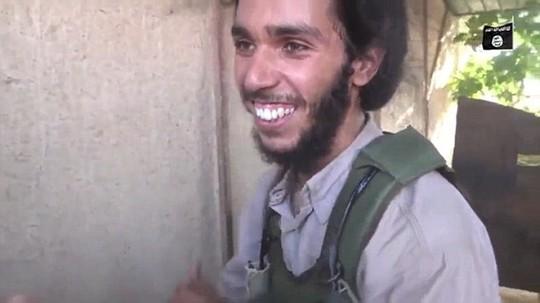 Tay súng IS vui mừng vì được trở thành người đánh bom tự sát kế tiếp. Ảnh: Daily Mail
