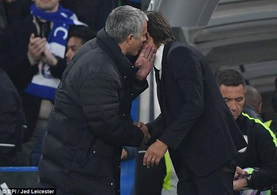 """Mourinho tố bị Conte """"làm nhục"""""""