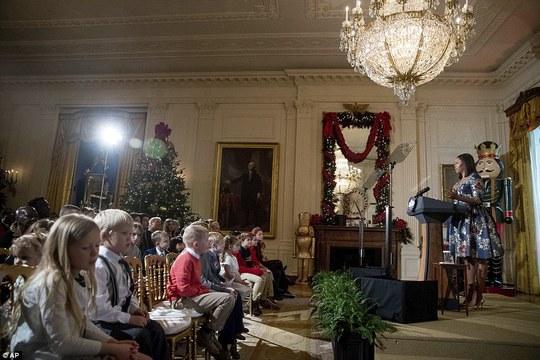 Bà Michelle Obama chào đón các gia đình quân nhân hôm 29-11. Ảnh: AP