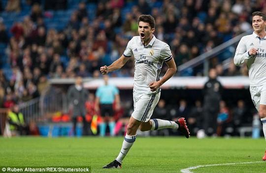 Enzo, con trai HLV Zidane, lần đầu ghi bàn cho đội 1 Real Madrid
