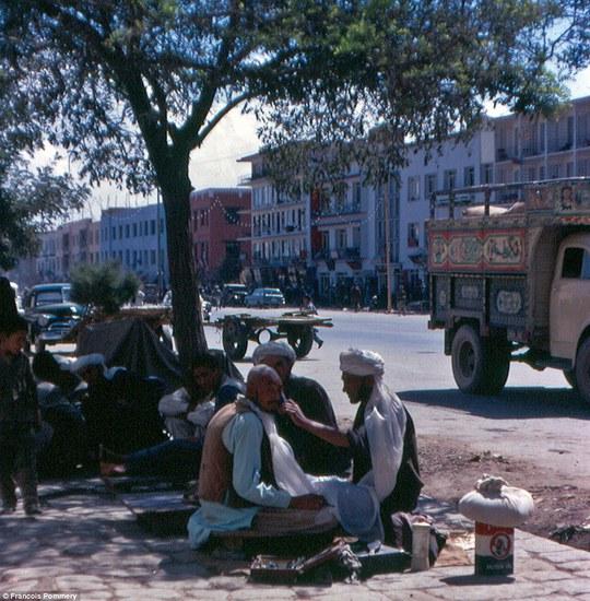 Afghanistan những năm 1960-1970 từng là một quốc gia hiếu khách và xinh đẹp. Ảnh: Francois Pommery