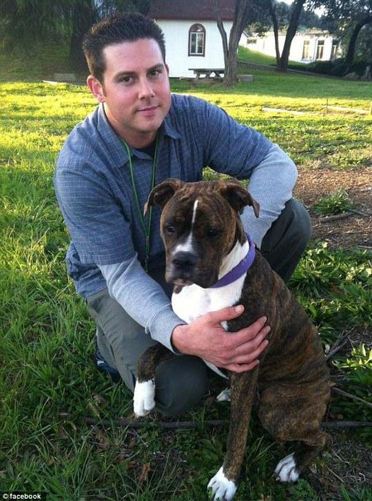 Anh Ryan rất yêu quý chú chó cưng của mình. Ảnh: Facebook